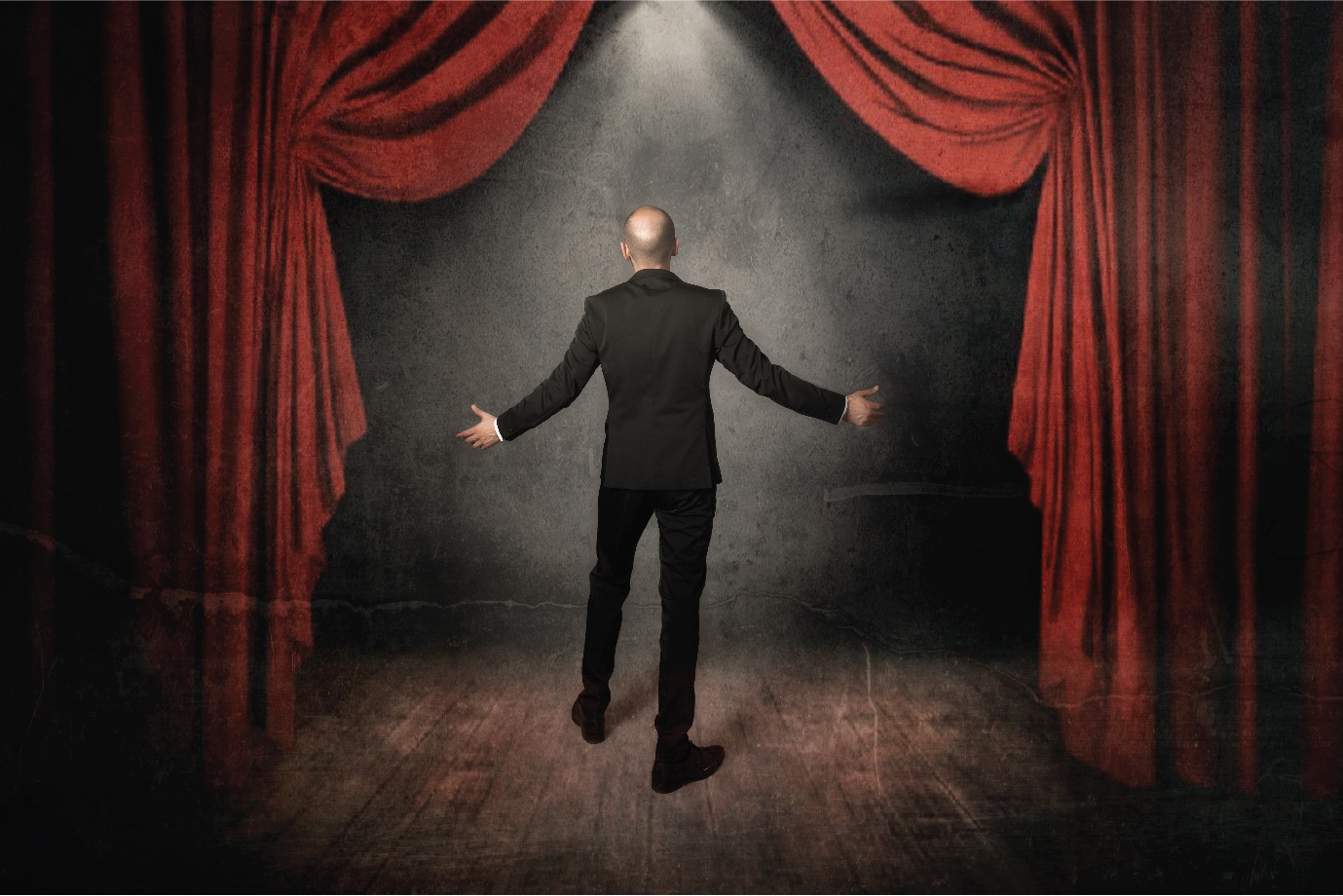 A tenor entering the stage